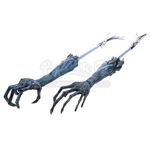 Lot # 470: AVP: ALIEN VS. PREDATOR (2004) - Xenomorph Queen Arm Set