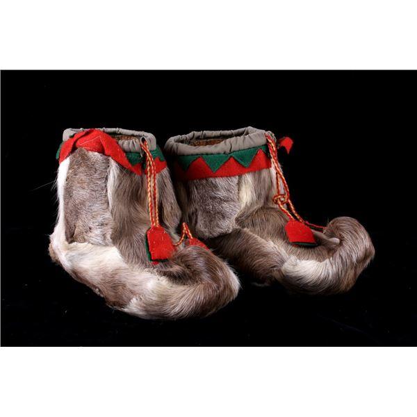Eskimo Inuit Caribou Hide & Trade Cloth Moccasins