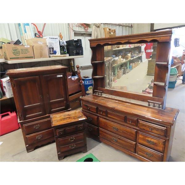 "4 Pc Colonial Pine B R Suite- Dresser w Mirror 30"" x 58"" x 17"" Plus Mirror - Dresser 53"" x 34"" x 17"""