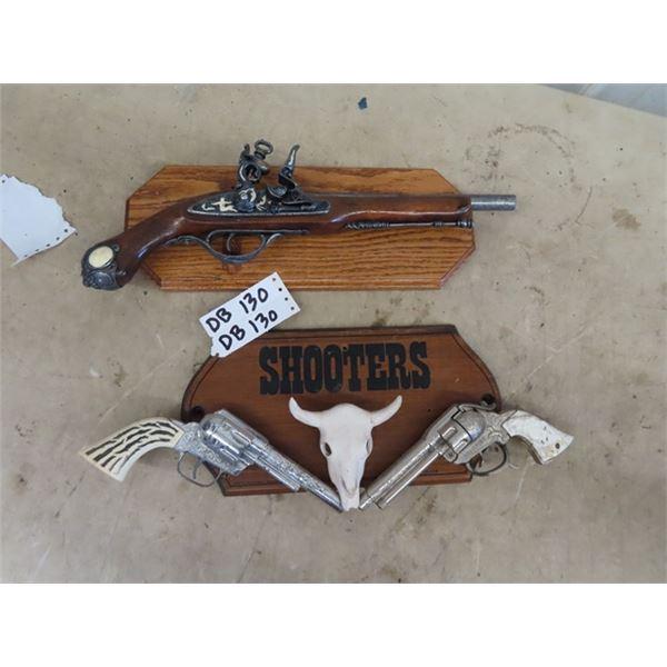 2 Replica Gun Displays