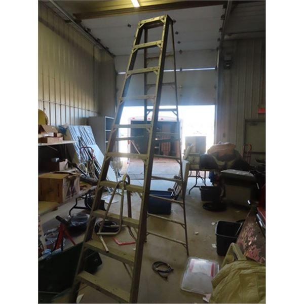 "(F) 10"" Alum Step Ladder & Ladder Jack"