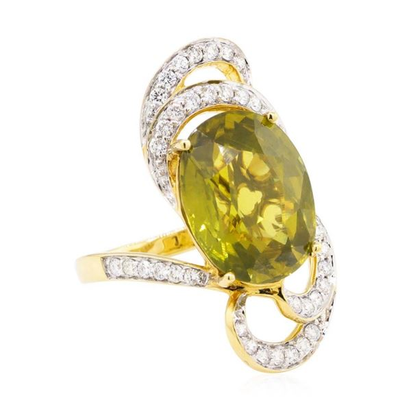 11.10 ctw Oval Mixed Green Zircon And Round Brilliant Cut Diamond Ring - 18KT Ye