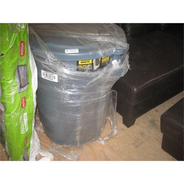 RUBBERMAID BRUTE GARBAGE CAN W/ LID 44 G