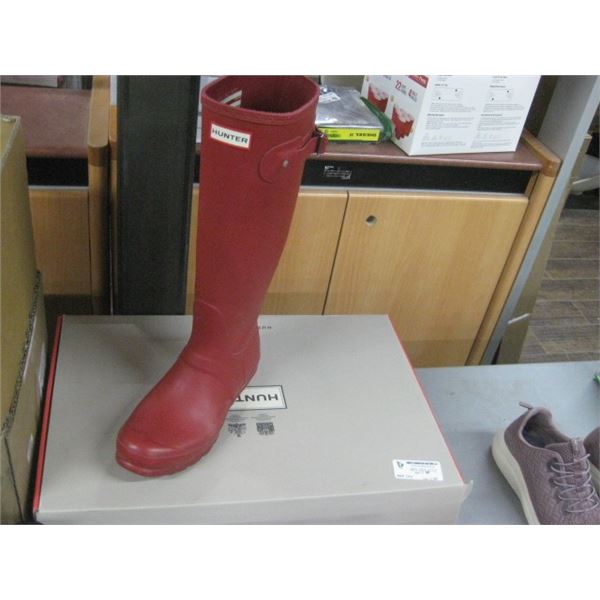 SIZE 9 WORN HUNTER RUBBER BOOTS