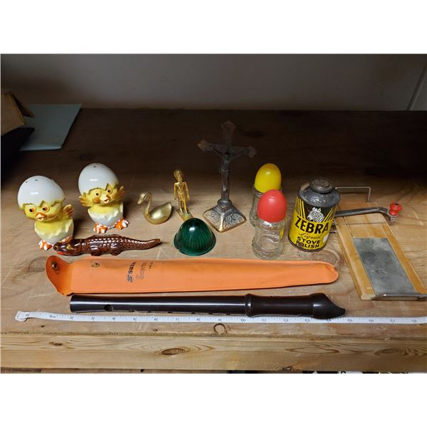 tray of collectibles -salt & pepper, brass figurines