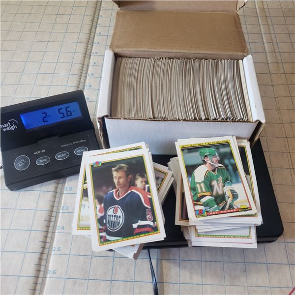 2.25+ pounds of early 90s hockey trading cards (including box) Brett Hull, Larry Robinson, Blake roo