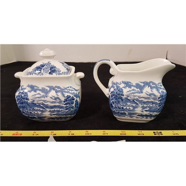 Royal Warwick Cream/Sugar Bowl Set