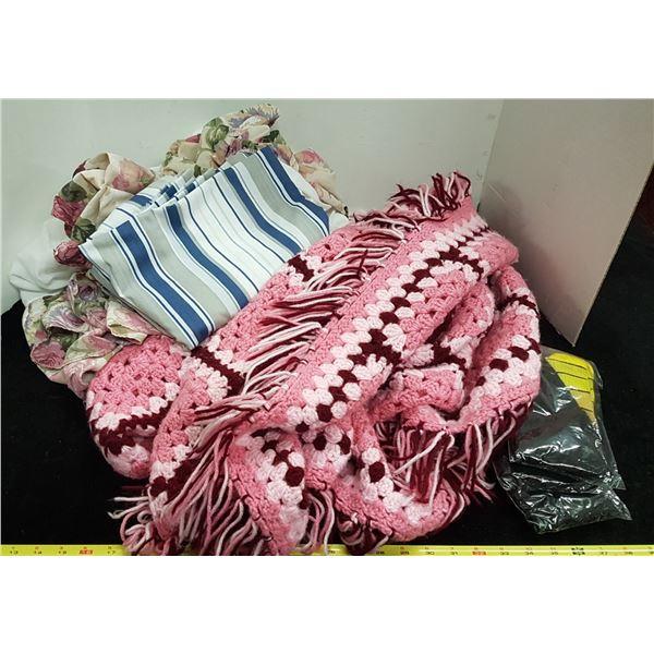 Lot Blanket & Linens & Misc.