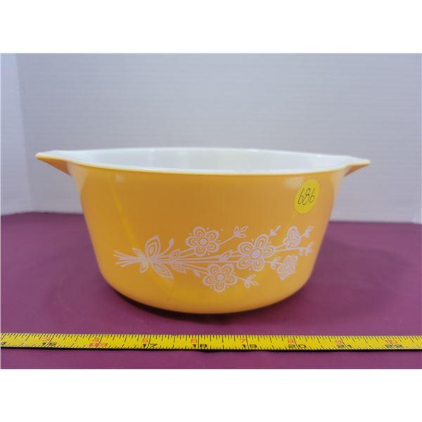 Vintage Pyrex Cinderella baking bowl in Butterfly pattern