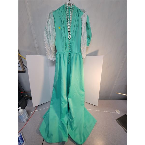 Green vintage dress (medium) + scarf & beads