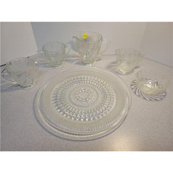6 Piece swirl glass & serving/display plate