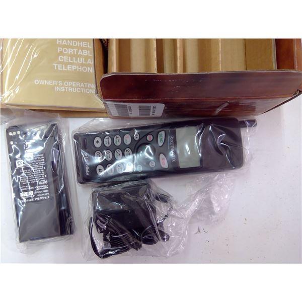 MVX-480 Cell Phone