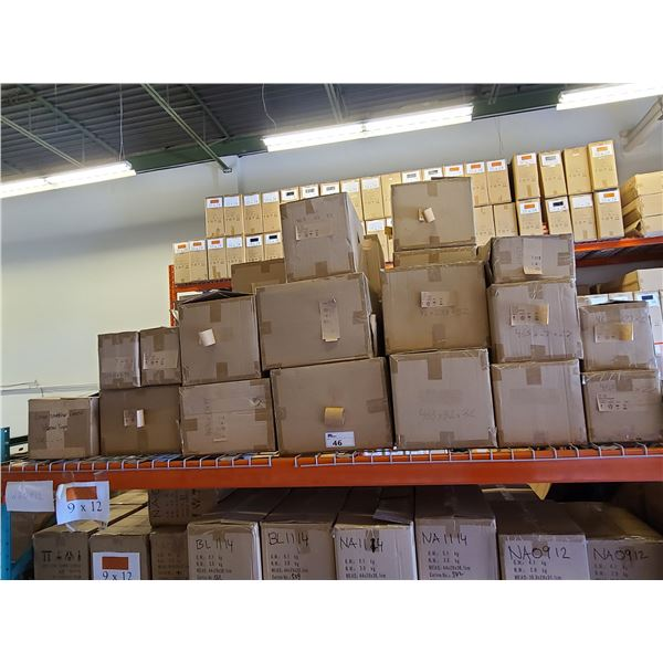 BAY OF APPROXIMATELY 26 BOXES OF ASSORTED MINI PLAQUES & PROMOTIONAL PRODUCTS