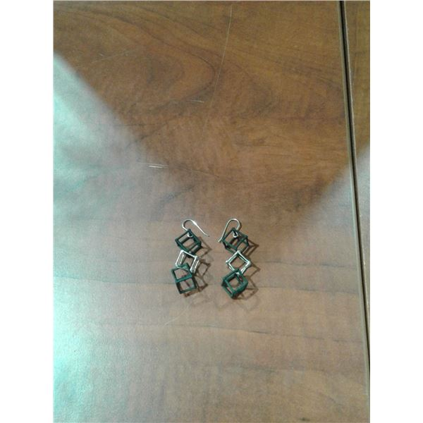 Cube Earrings x 1 Pair