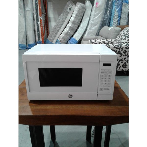 GE® 0.7 Cu. Ft. Capacity Countertop Microwave Oven (Very minor imperfections)