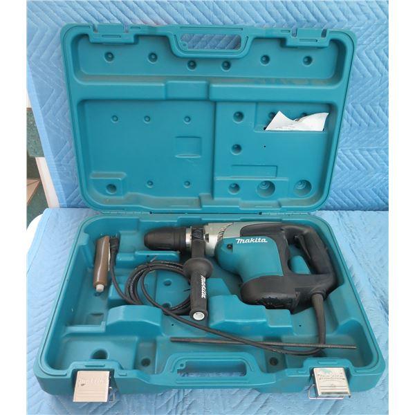 "Makita HR4002 Rotary Hammer 1-9/16"" SDS Max Kit in Hard Case"