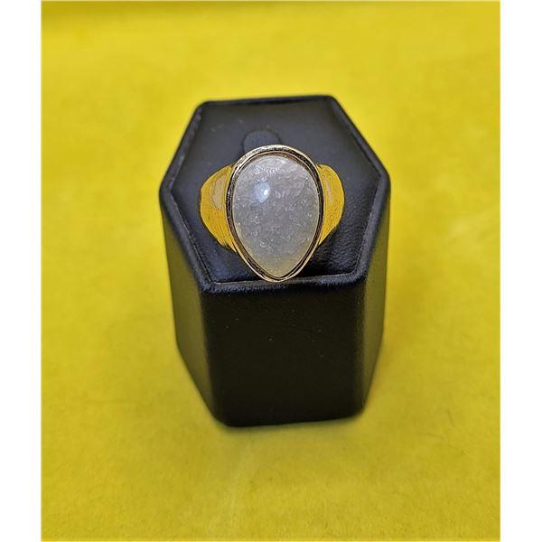 21)  GOLD TONE AND GREY QUARTZ RING