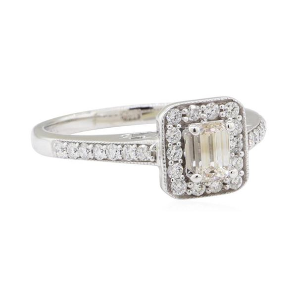0.90 ctw Diamond Ring - 14KT White Gold
