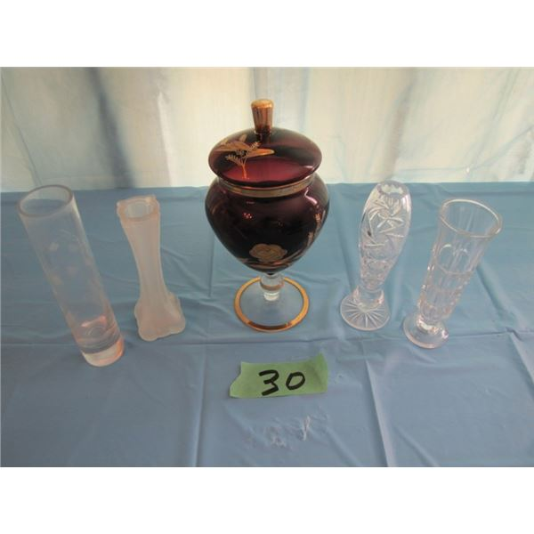 lot with covered vase and 4 Bud vases