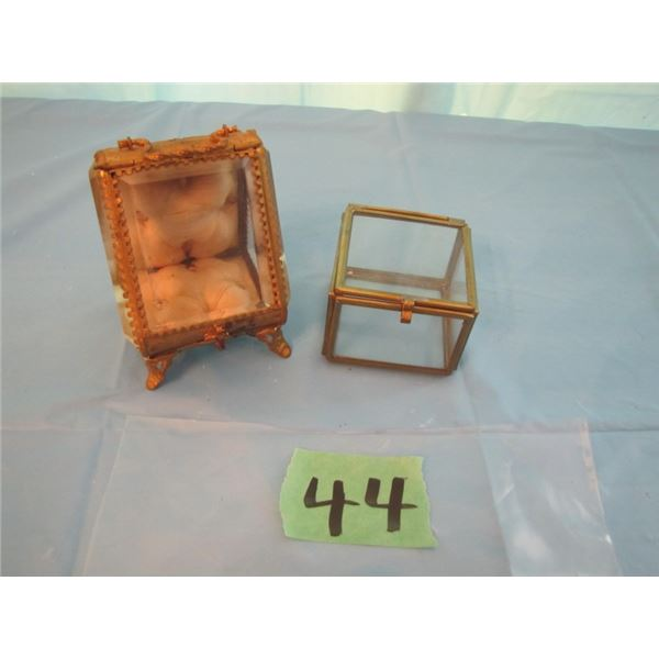 lot with two small jewelry boxes