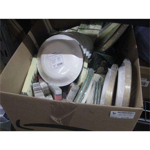 BOX OF ASSORTED XMAS DISPOSABLE PLATES / NAPKINGS