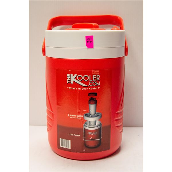 THE KOOLER RED 1 GALLON COMES WITH 2 SHAKER CUPS