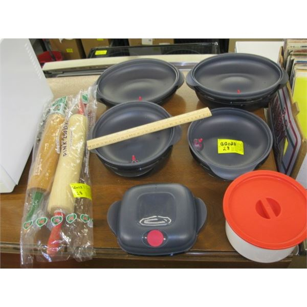 SET OF PLASTIC STORAGE CONTAINERS, TUPPERWARE & 2 WOODEN ROLLING PINS
