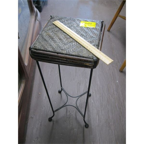 SMALL WICKER TOPPED METAL BASED TABLE