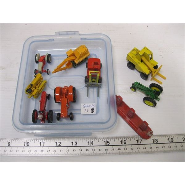 LOT OF SMALL TRACTORS