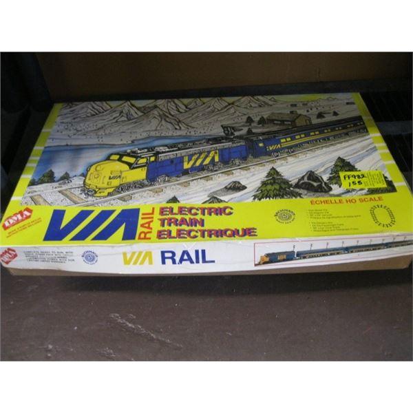 VIA RAIL HO SCALE ELECTRIC TRAIN SET