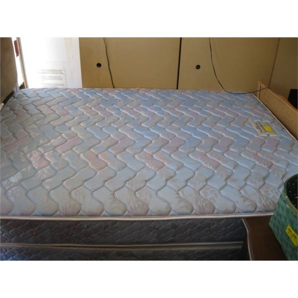 SEALY POSTUREPEDIC QUEEN SIZE BOXSPRING & MATTRESS