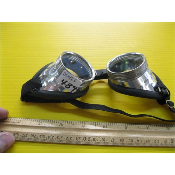 PAIR OF GOGGLES
