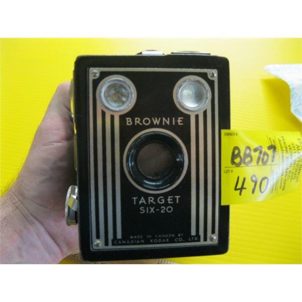 BROWNIE TARGET 6-20 BOX CAMERA