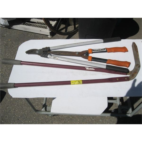 2 PAIRS OF GRASS CLIPPERS & PAIR OF PRUNERS