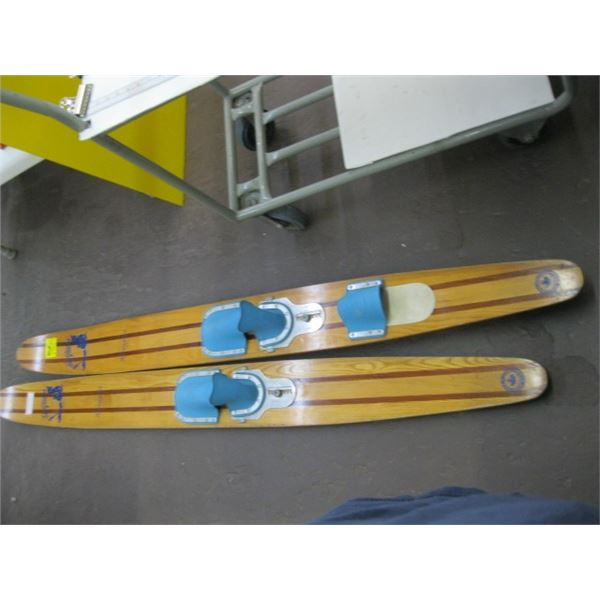 PAIR OF SEAGLIDER RIVERIA WATER SKIS