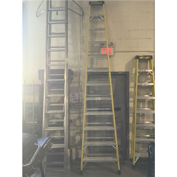 APPROX 12FT FEATHERLITE STEP LADDER