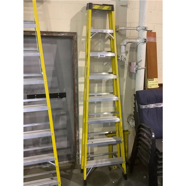 APPROX 8FT FEATHERLITE STEP LADDER
