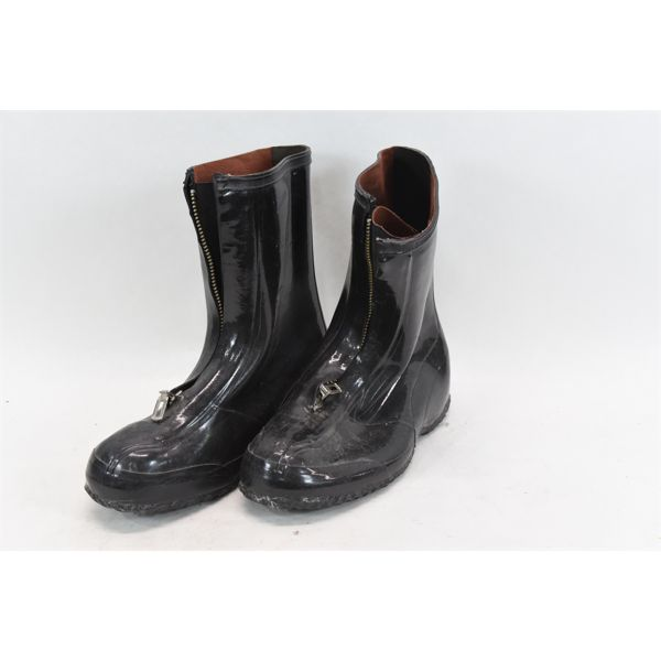 Rubber Overboot Size 10 Gloss/Dress
