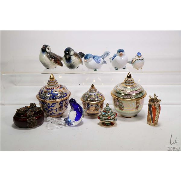Tray lot of collectibles including two Goebel bird figurines, two Otagiri bird figurines, a cobalt a