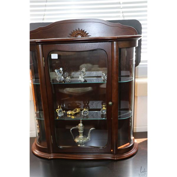 Small three tier display cabinet and contents including crystal figures, small brass golf club clock