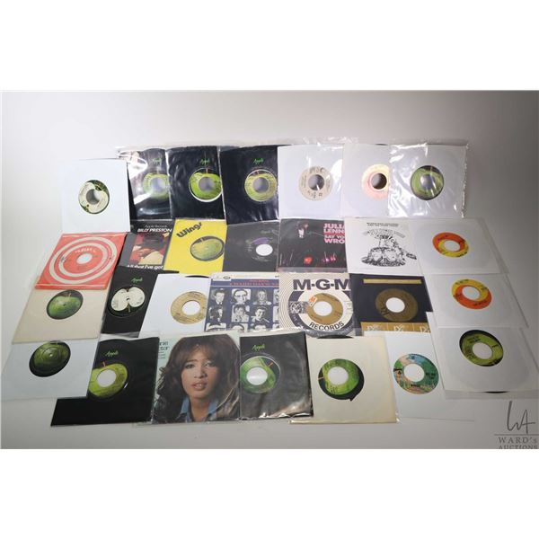 Large selection of vintage 45 rpm singles including Gerry and the Pacemakers, Paul McCartney & Wings