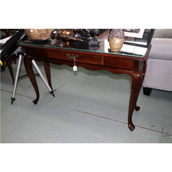 Modern single drawer sofa table on cabriole feet and fitted with glass top protector