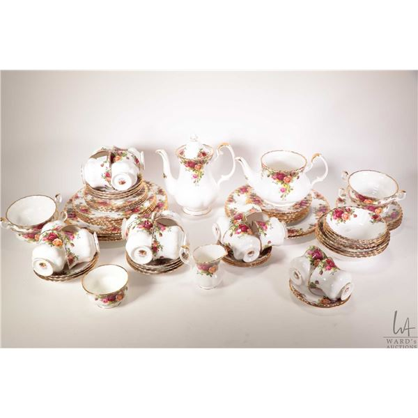 """Selection of Royal Albert """"Old Country Roses"""" bone china dinnerware including six dinner plates, fou"""