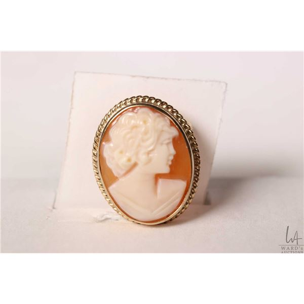 Delicate English made 9ct yellow gold carved cameo brooch/pendant, marked with British hallmarks