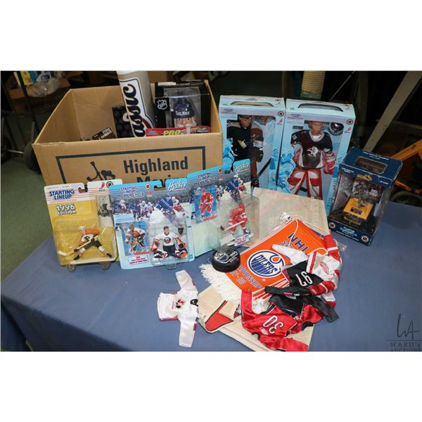 Selection of hockey collectibles including boxed Dominic Hasek, Jaromi Jager by Hasbro, A Mario Lemi