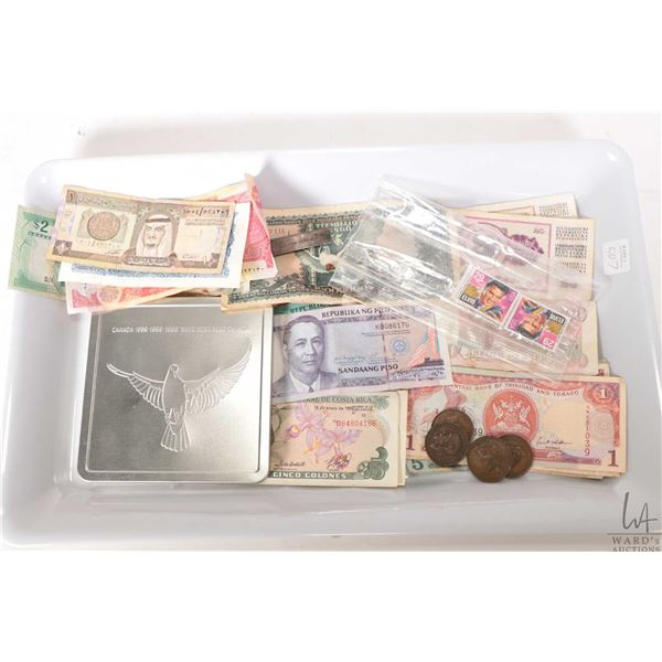 Selection of foreign coins and bank notes including Costa Rica, Indonesia, Philipians etc., two 29 c