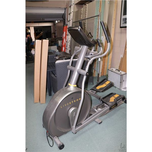 Livestrong Smooth Stride stepper, with multiple work out stages, heart monitor, power incline, fan e