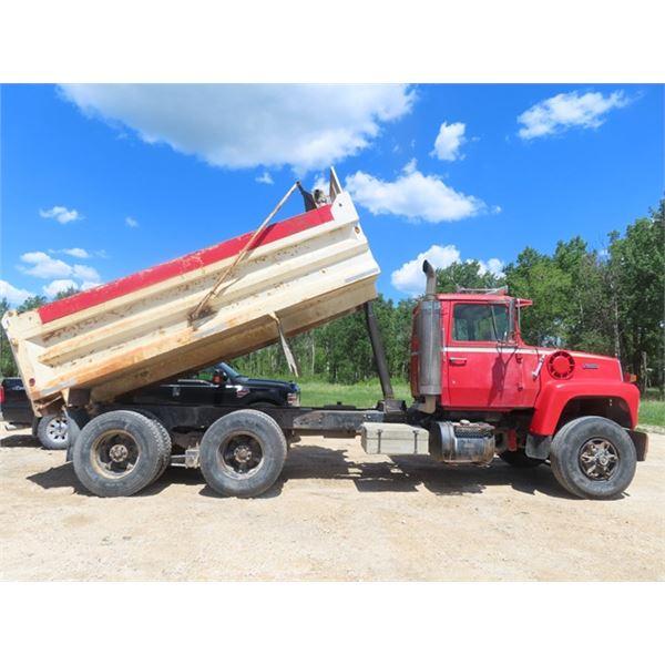 88 Ford L9000 3406 CAT 9 Spd Tandem w 15' Gravel B & H  455,656 KM w Safety  & TOD