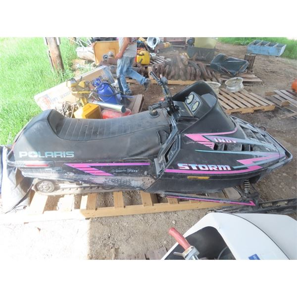 1994 Polaris Indy Storm 800cc Snowmobile, Not Running From Sitting