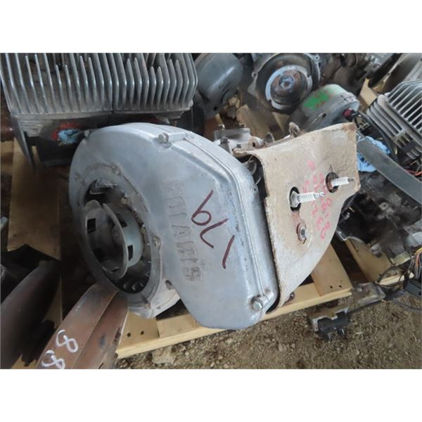2 Snowmobile Engines - Both are Polaris 440 2 Cyl (Siezed)
